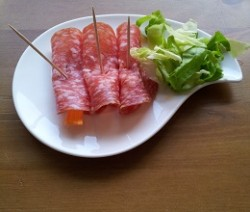 involtini di pesche e salame