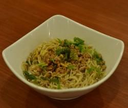 noodles con broccoli e manzo