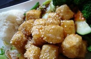 bocconcini di tofu, sesamo e broccoli