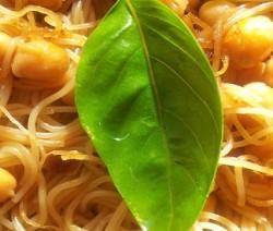 noodles con ceci e germogli di soia