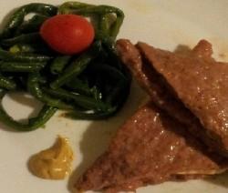 sandwich di carne con prosciutto e formaggio