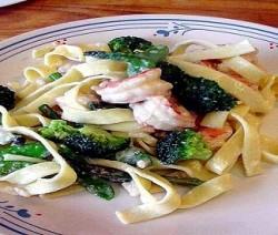 fettuccine con broccoli e gamberetti