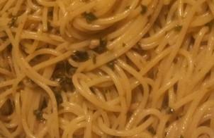 spaghetti con pesto di broccoletti