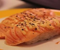 sushi al salmone marinato