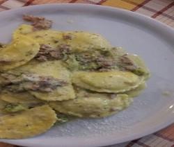 ravioloni con salsiccia e broccoli