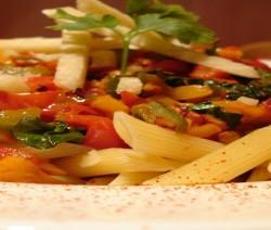 insalata di pasta con peperoni all'agro e paprika