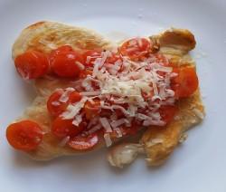 pollo con pomodorini e scaglie di parmigiano