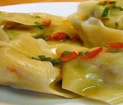 ravioli al vapore con verdure mediterranee
