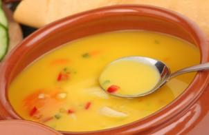 zuppa fredda di peperoni gialli