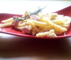 pasta corta con wurstel e mozzarella