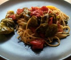 spaghetti con guanciale e peperoncini di fiume