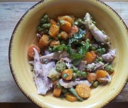 coniglio in insalata con piselli e carote