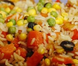 insalata di riso con verdure croccanti