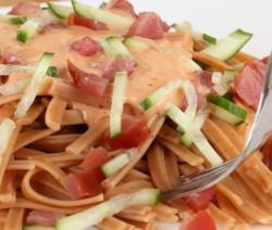 linguine con crema di salmone e zucchine