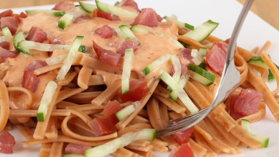 Linguine con crema di salmone e zucchine ricette facili for Ricette esotiche