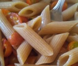 pasta fredda con pomodori e mozzarella