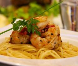 spaghetti con mazzancolle al vino bianco
