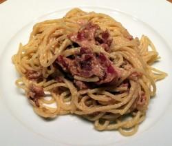 spaghetti con crema di Grana e scaglie di parma